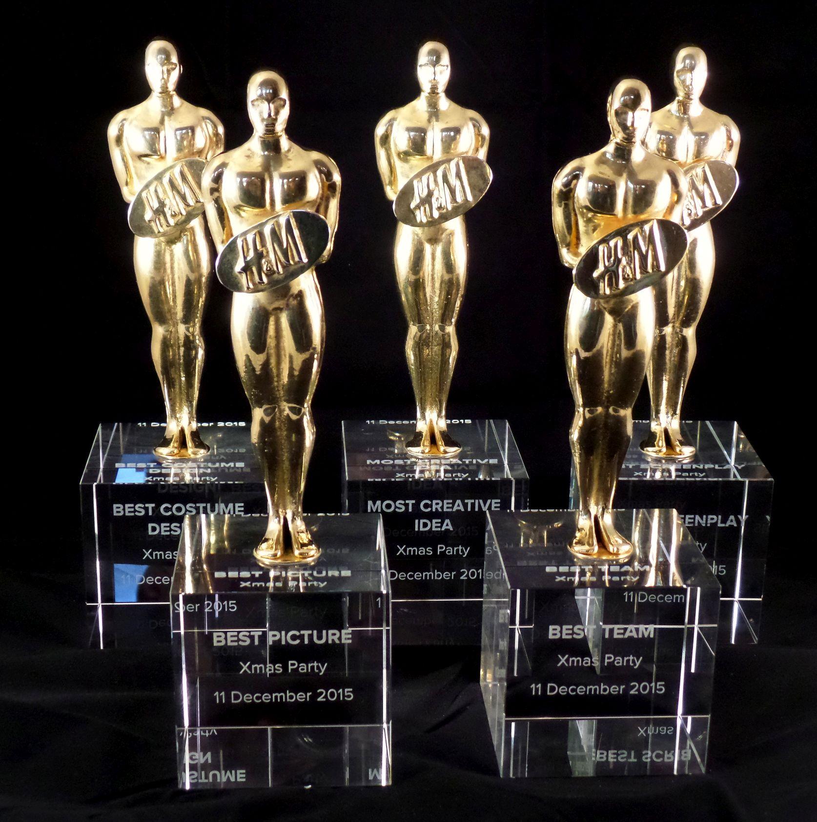 grawer 3D i odlew z brazu wykonanie 5 statuetek oskarow z logotypem na rozdanie nagrod kierownictwa H&M